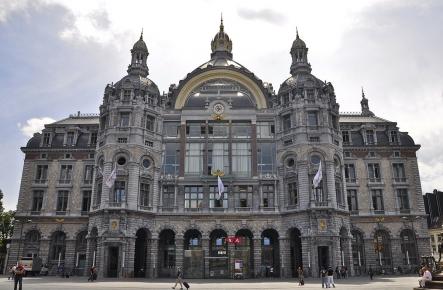 Voorgevel van station Antwerpen-Centraal